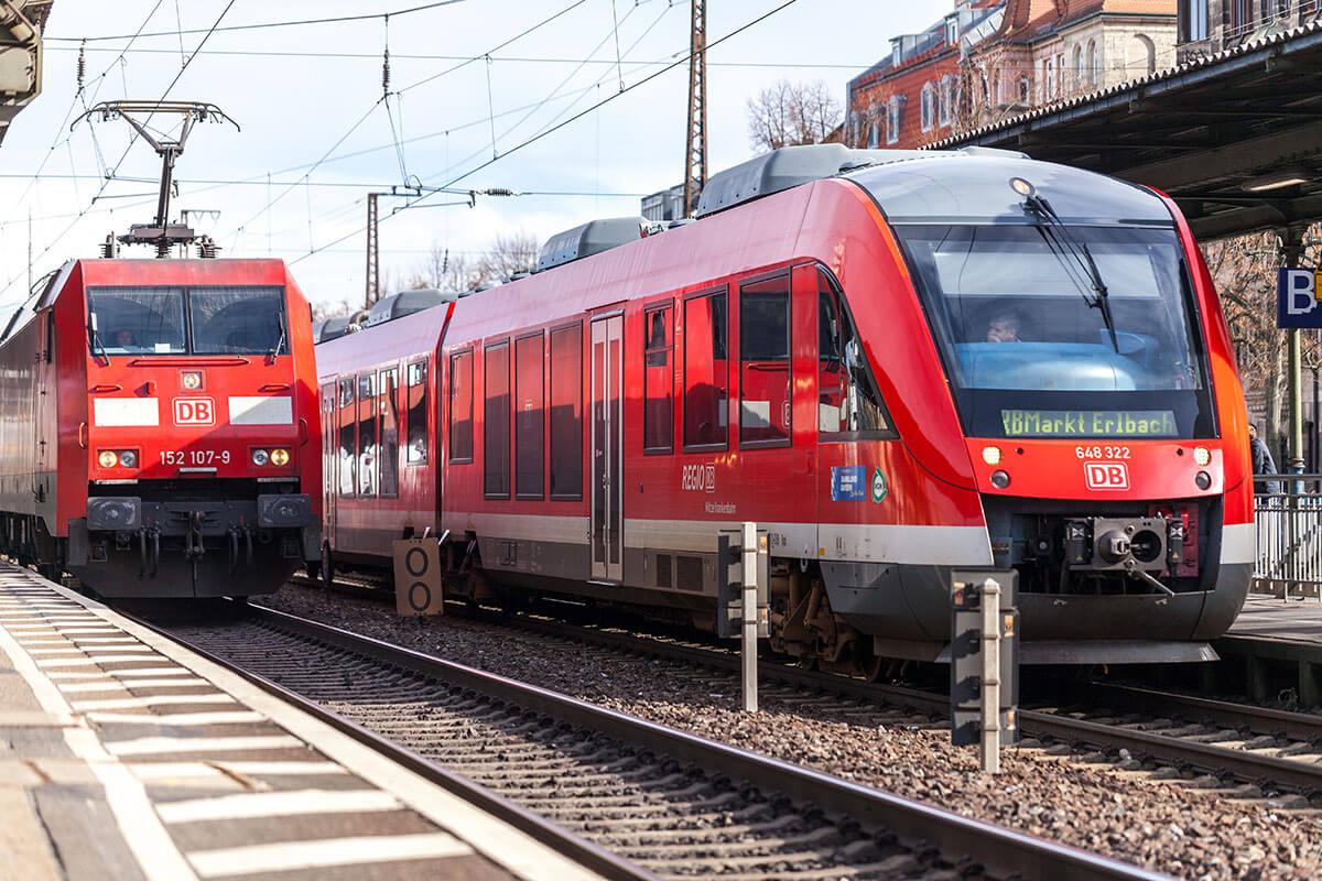 Regional-Express-train-from-Deutsche-Bahn_artist-Joerg-Huettenhoelscher_Shutterstock