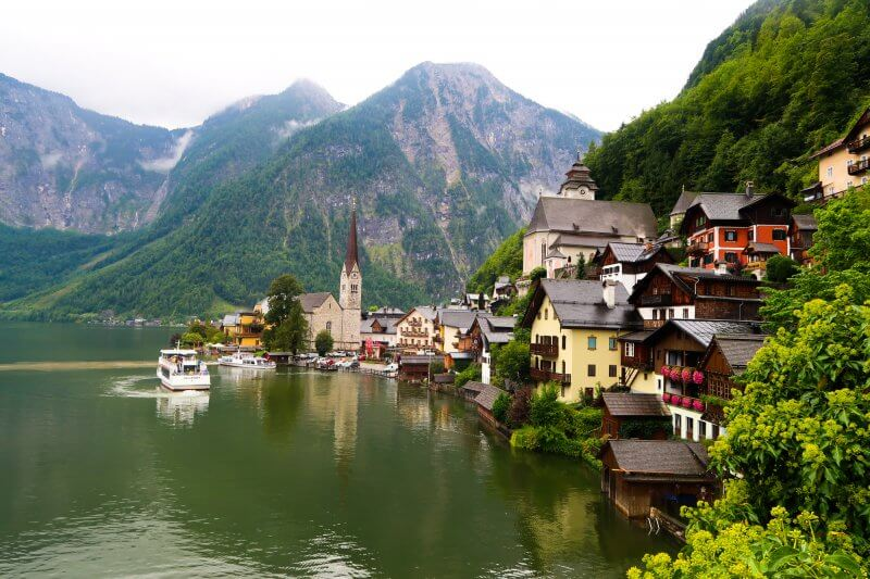Travel to Hallstatt with travel blogger The Globetrotting Detective