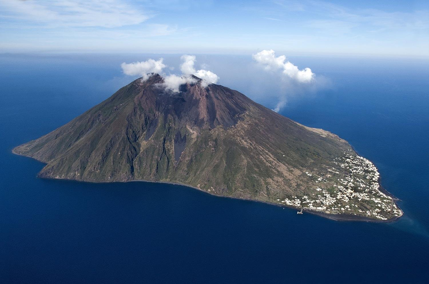 Hiking Stromboli Volcano and Top Things to Do in Stromboli, Italy – The  Globetrotting Detective